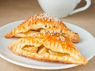 Лесни бутерки (банички от бутер тесто) с яйца и сирене